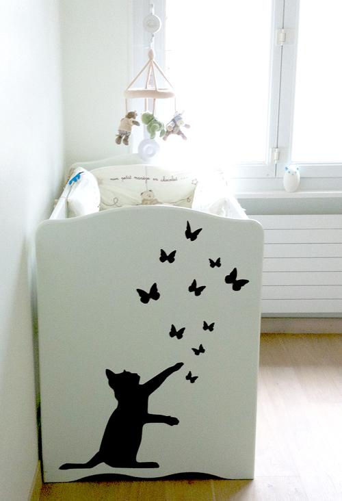 notre petit chat install aux pieds de b b le blog des editeurs de jolies choses pour enfants. Black Bedroom Furniture Sets. Home Design Ideas