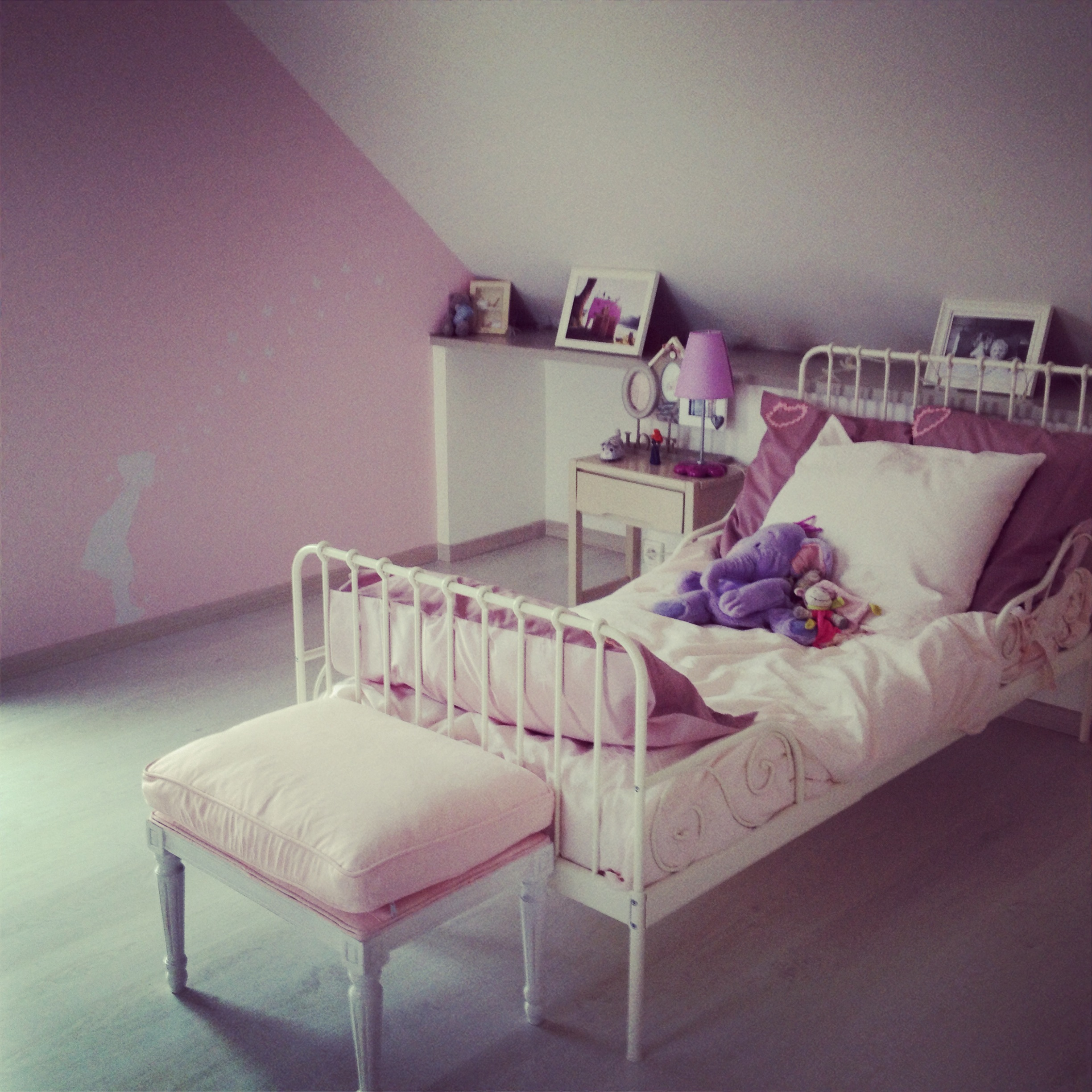 une bien jolie chambre le blog des editeurs de jolies choses pour enfants. Black Bedroom Furniture Sets. Home Design Ideas