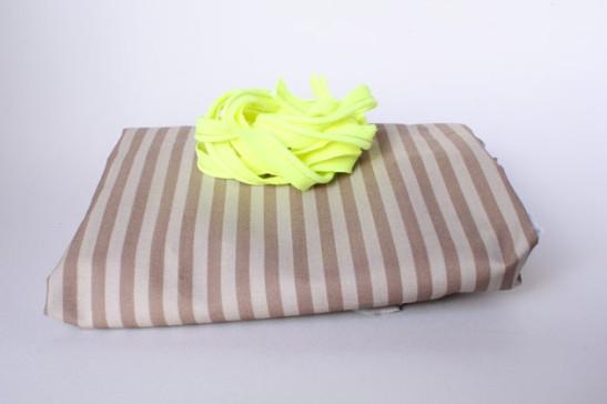 tissu rayé beige